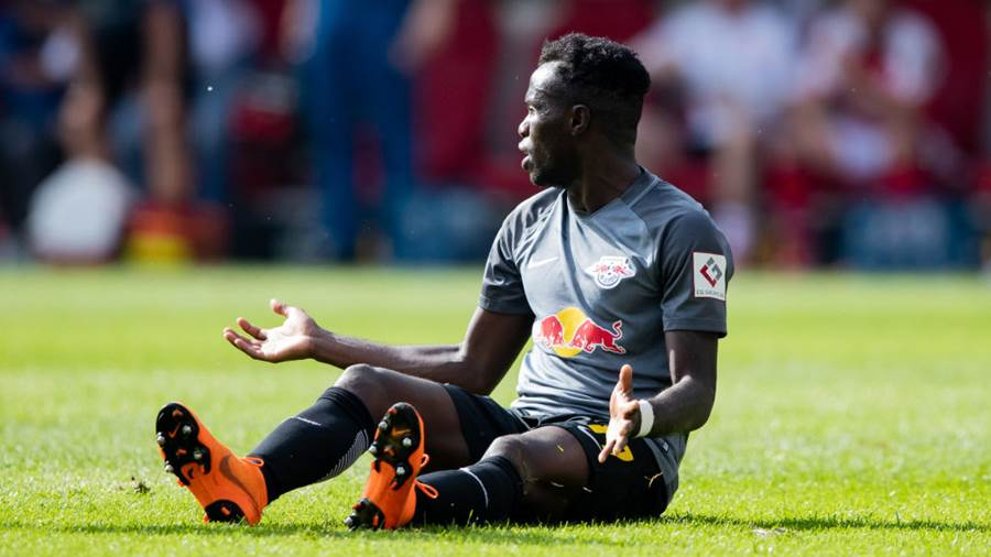 MAINZ, GERMANY - APRIL 29: Bruma of Leipzig reacts during the Bundesliga match between 1. FSV Mainz 05 and RB Leipzig at Opel Arena on April 28, 2018 in Mainz, Germany. (Photo by Simon Hofmann/Bongarts/Getty Images)