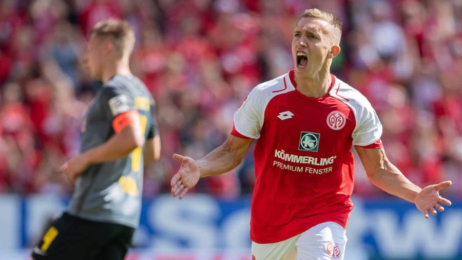 MAINZ, GERMANY - APRIL 29: Pablo De Blasis of Mainz celebrates his team's first goal during the Bundesliga match between 1. FSV Mainz 05 and RB Leipzig at Opel Arena on April 28, 2018 in Mainz, Germany. (Photo by Simon Hofmann/Bongarts/Getty Images)