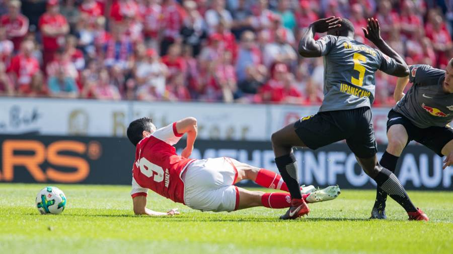 MAINZ, GERMANY - APRIL 29: Yoshinori Muto of Mainz is fouled during the Bundesliga match between 1. FSV Mainz 05 and RB Leipzig at Opel Arena on April 28, 2018 in Mainz, Germany. (Photo by Simon Hofmann/Bongarts/Getty Images)