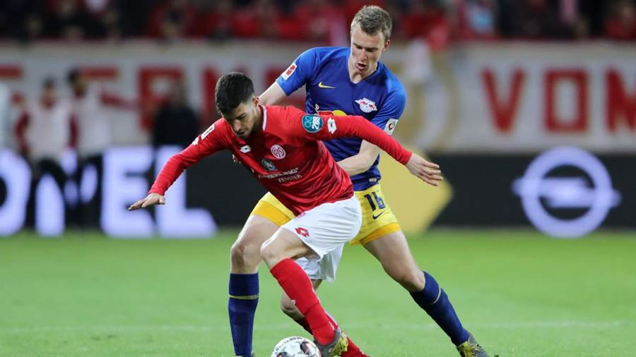MAINZ, GERMANY - MAY 03:  Aaron of FSV Mainz is challenged by Lukas Klostermann of RB Leipzig  during the Bundesliga match between 1. FSV Mainz 05 and RB Leipzig at Opel Arena on May 03, 2019 in Mainz, Germany. (Photo by Simon Hofmann/Bongarts/Getty Images)