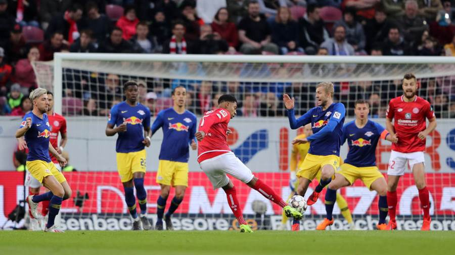 MAINZ, GERMANY - MAY 03:   Jean-Paul Boetius of FSV Mainz shoots during the Bundesliga match between 1. FSV Mainz 05 and RB Leipzig at Opel Arena on May 03, 2019 in Mainz, Germany. (Photo by Simon Hofmann/Bongarts/Getty Images)
