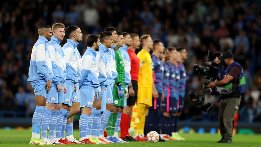 MANCHESTER, ENGLAND - SEPTEMBER 15: Players of Manchester City line up prior to the UEFA Champions League group A match between Manchester City and RB Leipzig at Etihad Stadium on September 15, 2021 in Manchester, England. (Photo by Richard Heathcote/Getty Images)