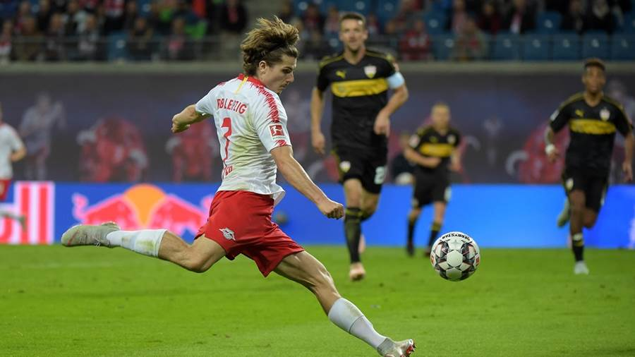 Marcel Sabitzer (RB 7) beim Schuss beim Spiel RasenBallsport Leipzig (RB) vs VfB Stuttgart, Fussball, 1.Liga, 26.09.2018