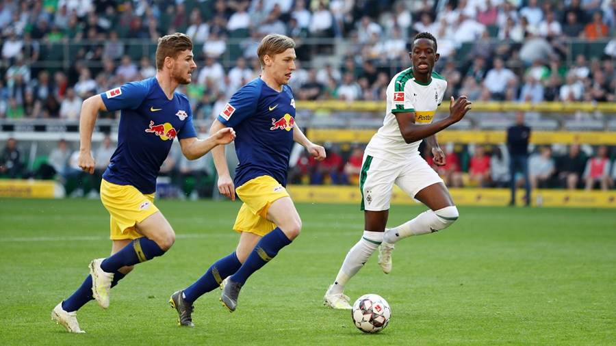 MOENCHENGLADBACH,GERMANY,20.APR.19 - SOCCER - 1. DFL, 1. Deutsche Bundesliga, Borussia Moenchengladbach vs RasenBallsport Leipzig. Image shows Timo Werner (RB Leipzig), Emil Forsberg (RB Leipzig) and Denis Zakaria (Gladbach). Photo: GEPA pictures/ Roger Petzsche - DFL regulations prohibit any use of photographs as image sequences and/or quasi-video. - For editorial use only. Image is free of charge.