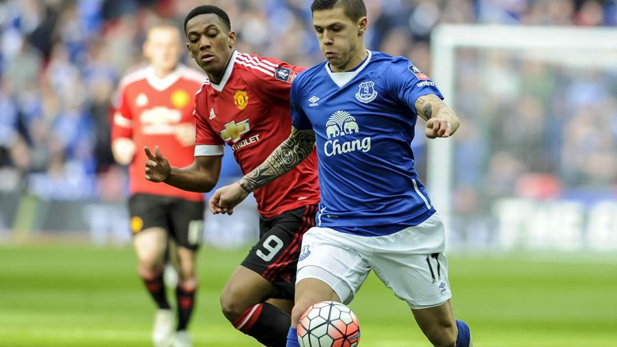 Mittelfeld: Muhamed Besic (Middlesbrough FC, re.) - geboren in Berlin