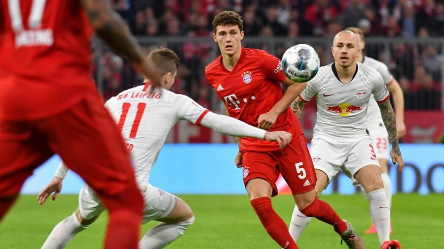 MUNICH,GERMANY,09.FEB.20 - SOCCER - 1. DFL, 1. Deutsche Bundesliga, FC Bayern Muenchen vs RasenBallsport Leipzig. Image shows Timo Werner (Leipzig) and Benjamin Pavard (Bayern). Photo: GEPA pictures/ Ulrich Gamel - ATTENTION - DFL regulations prohibit any use of photographs as image sequences and/or quasi-video - For editorial use only. Image is free of charge.
