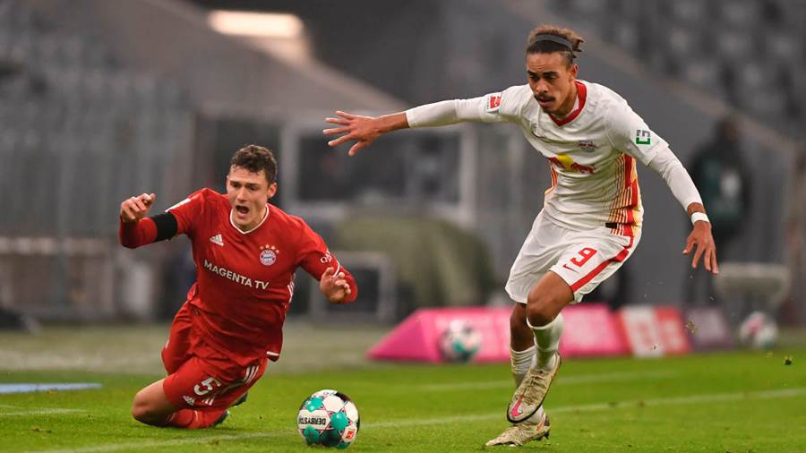 MUNICH, GERMANY - DECEMBER 05: Benjamin Pavard of Bayern Munich and Yussuf Poulsen of RB Leipzig battle for the ball  during the Bundesliga match between FC Bayern Muenchen and RB Leipzig at Allianz Arena on December 05, 2020 in Munich, Germany. Football Stadiums around Germany remain empty due to the Coronavirus Pandemic as Government social distancing laws prohibit fans inside venues resulting in fixtures being played behind closed doors. (Photo by Lukas Barth-Tuttas - Pool/Getty Images)