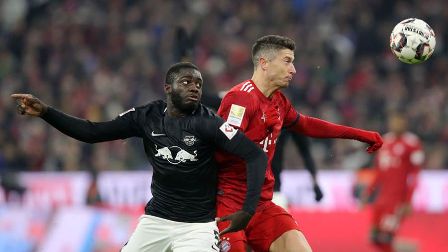 MUNICH, GERMANY - DECEMBER 19:  Robert Lewandowski of Bayern Munich wins a header over Dayot Upamecano of RB Leipzig during the Bundesliga match between FC Bayern Muenchen and RB Leipzig at Allianz Arena on December 19, 2018 in Munich, Germany.  (Photo by Alexander Hassenstein/Bongarts/Getty Images)