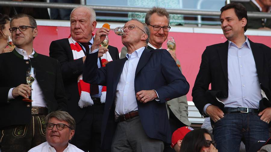MUNICH, GERMANY - MAY 12: Karl-Heinz Rummenigge of Muenchen is seen in the stands with a drink during the Bundesliga match between FC Bayern Muenchen and VfB Stuttgart at Allianz Arena on May 12, 2018 in Munich, Germany. (Photo by Adam Pretty/Bongarts/Getty Images)