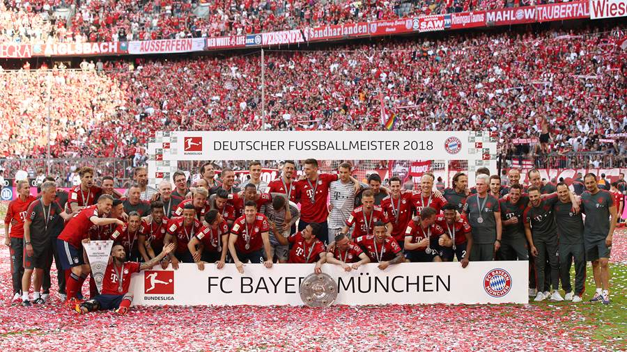 MUNICH, GERMANY - MAY 12: Players and staff of Bayern Muenchen pose with the Bundesliga champions trophy after the Bundesliga match between FC Bayern Muenchen and VfB Stuttgart at Allianz Arena on May 12, 2018 in Munich, Germany. (Photo by Adam Pretty/Bongarts/Getty Images)