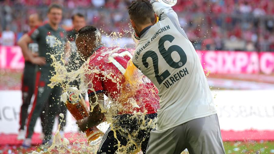 MUNICH, GERMANY - MAY 12:  Sven Ulreich of Bayern Muenchen pours beer over Jerome Boateng of Bayern Muenchen after the Bundesliga match between FC Bayern Muenchen and VfB Stuttgart at Allianz Arena on May 12, 2018 in Munich, Germany.  (Photo by Alexander Hassenstein/Bongarts/Getty Images)