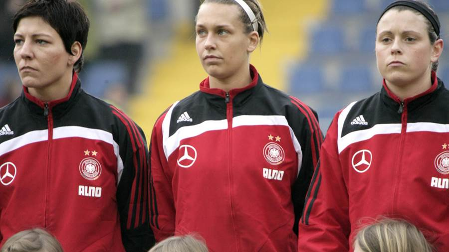 2008 begann Goeßlings Karriere im Nationalteam (l. Bresonik, r Bachor)
