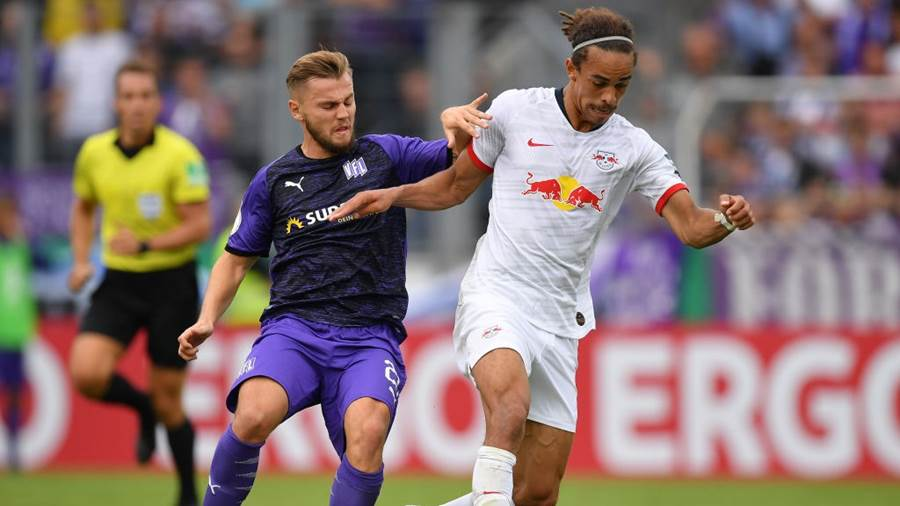 OSNABRUECK, GERMANY - AUGUST 11: Yussuf Poulsen of Leipzig is challenged by  David Blachaof Osnabrueck during the DFB Cup first round match between VfL Osnabrueck and RB Leipzig at Stadion an der Bremer Brücke on August 11, 2019 in Osnabrueck, Germany. (Photo by Stuart Franklin/Bongarts/Getty Images)