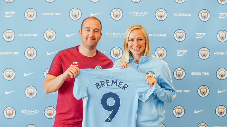 Pauline Bremer mit City-Trainer Nick Cushing.
