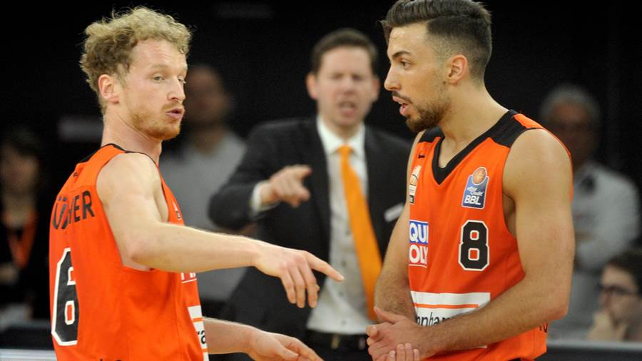 Per Günther (links, Point Guard, ratiopharm Ulm, 8 Teilnahmen).