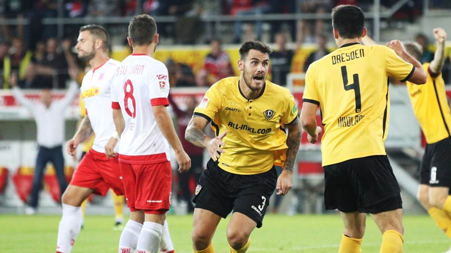 REGENSBURG, GERMANY - SEPTEMBER 14:  Dario Dumic of Dynamo Dresden celebrates scoring the second goal during the Second Bundesliga match between SSV Jahn Regensburg and SG Dynamo Dresden at Continental Arena on September 14, 2018 in Regensburg, Germany.  (Photo by Adam Pretty/Bongarts/Getty Images)