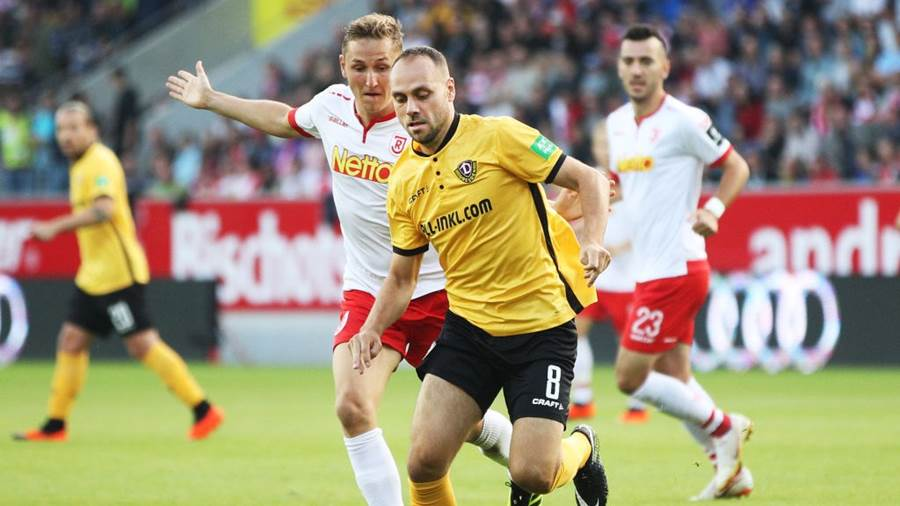 REGENSBURG, GERMANY - SEPTEMBER 14:  Rico Benatelli of Dynamo Dresden is challenged by Marc Lais of Jahn Regensburg during the Second Bundesliga match between SSV Jahn Regensburg and SG Dynamo Dresden at Continental Arena on September 14, 2018 in Regensburg, Germany.  (Photo by Adam Pretty/Bongarts/Getty Images)