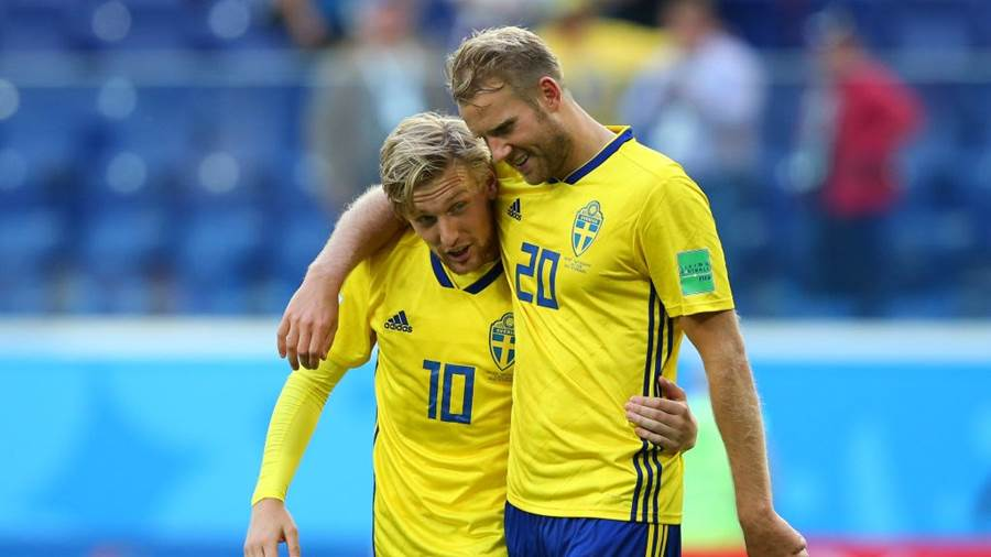 SAINT PETERSBURG, RUSSIA - JULY 03:  Emil Forsberg of Sweden and Ola Toivonen of Sweden celebrate following their sides victory in the 2018 FIFA World Cup Russia Round of 16 match between Sweden and Switzerland at Saint Petersburg Stadium on July 3, 2018 in Saint Petersburg, Russia.  (Photo by Alex Livesey/Getty Images)
