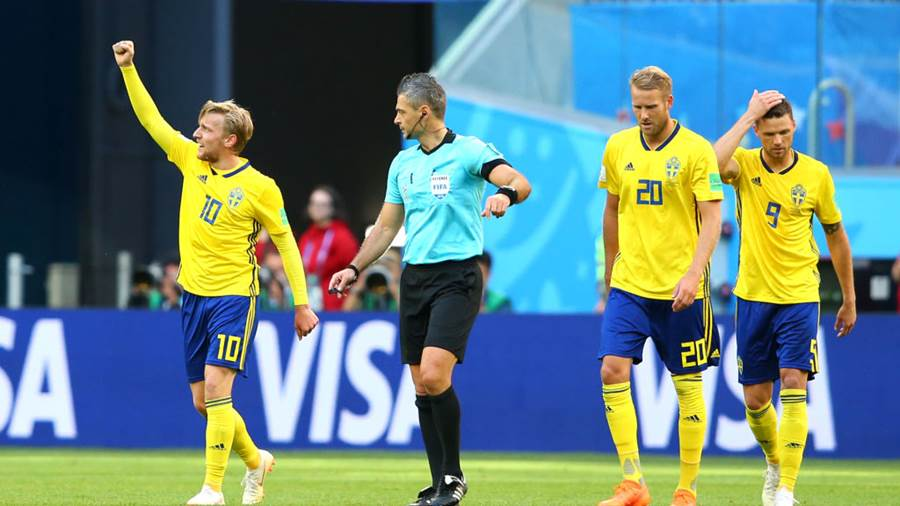SAINT PETERSBURG, RUSSIA - JULY 03:  Emil Forsberg of Sweden celebrates after scoring his team's first goal during the 2018 FIFA World Cup Russia Round of 16 match between Sweden and Switzerland at Saint Petersburg Stadium on July 3, 2018 in Saint Petersburg, Russia.  (Photo by Alex Livesey/Getty Images)