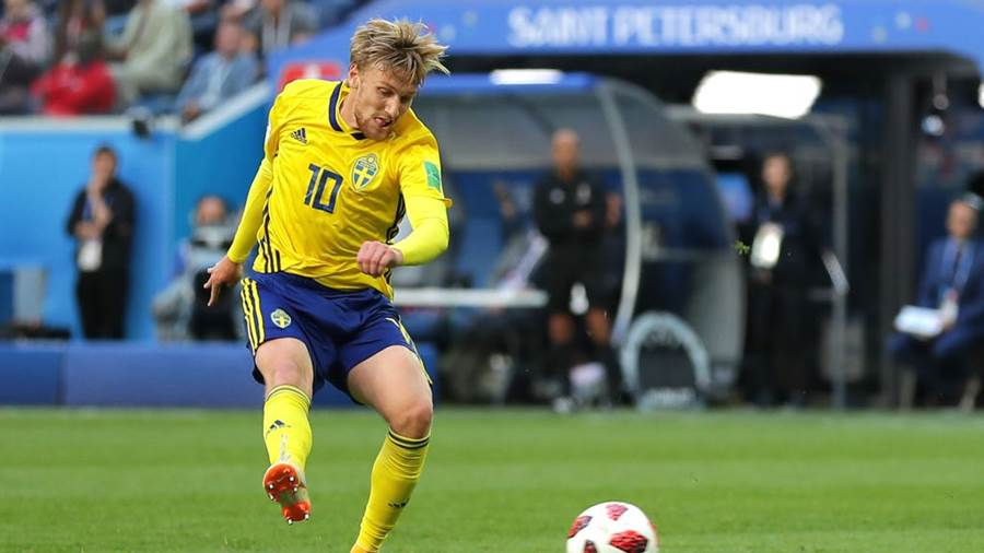 SAINT PETERSBURG, RUSSIA - JULY 03:  Emil Forsberg of Sweden scores his team's first goal  during the 2018 FIFA World Cup Russia Round of 16 match between Sweden and Switzerland at Saint Petersburg Stadium on July 3, 2018 in Saint Petersburg, Russia.  (Photo by Richard Heathcote/Getty Images)