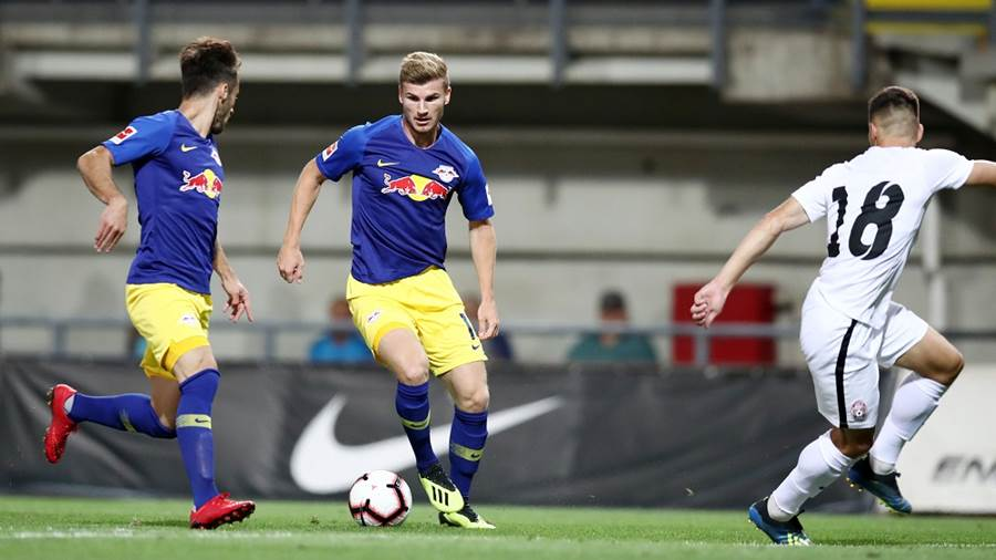 Timo Werner (RB Leipzig) zieht ab.