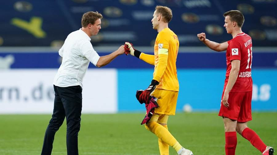 SINSHEIM, GERMANY - JUNE 12: Julian Nagelsmann Manager of Leipzig celebrates with players Peter Gulacsi and Lukas Klostermann during the Bundesliga match between TSG 1899 Hoffenheim and RB Leipzig at PreZero-Arena on June 12, 2020 in Sinsheim, Germany. (Photo by Uwe Anspach/Pool via Getty Images)