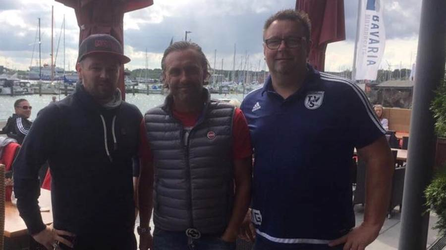 Axel Junker, Thomas Doll, und Ligamanager Michael Günther in Travemünde