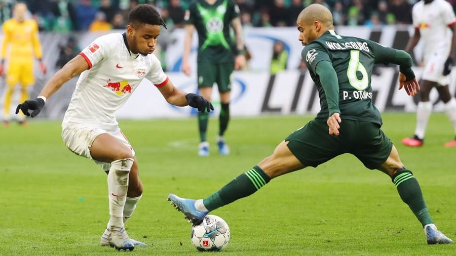 WOLFSBURG,GERMANY,07.MAR.20 - SOCCER - 1. DFL, 1. Deutsche Bundesliga, VfL Wolfsburg vs RasenBallsport Leipzig. Image shows Christopher Nkunku (RB Leipzig) and Paulo Otavio (Wolfsburg). Photo: GEPA pictures/ Roger Petzsche - DFL regulations prohibit any use of photographs as image sequences and/or quasi-video - For editorial use only. Image is free of charge.