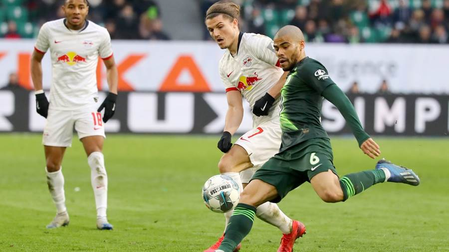 WOLFSBURG,GERMANY,07.MAR.20 - SOCCER - 1. DFL, 1. Deutsche Bundesliga, VfL Wolfsburg vs RasenBallsport Leipzig. Image shows Marcel Sabitzer (RB Leipzig) and Paulo Otavio (Wolfsburg). Photo: GEPA pictures/ Roger Petzsche - DFL regulations prohibit any use of photographs as image sequences and/or quasi-video - For editorial use only. Image is free of charge.