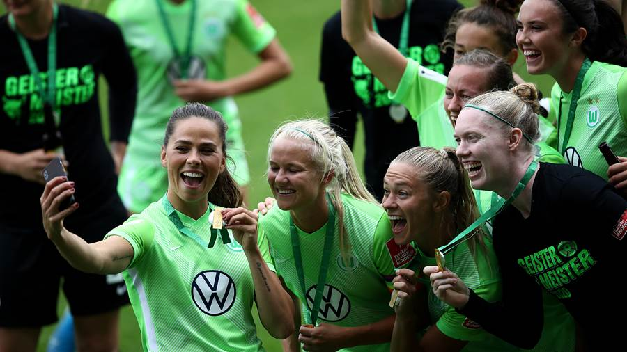 WOLFSBURG, GERMANY - JUNE 28: Players of Wolfsburg celebrate the championship following the Flyeralarm Frauen Bundesliga match between VfL Wolfsburg Women's and Bayer 04 Leverkusen Women's at AOK-Stadion on June 28, 2020 in Wolfsburg, Germany. (Photo by Maja Hitij/Getty Images)